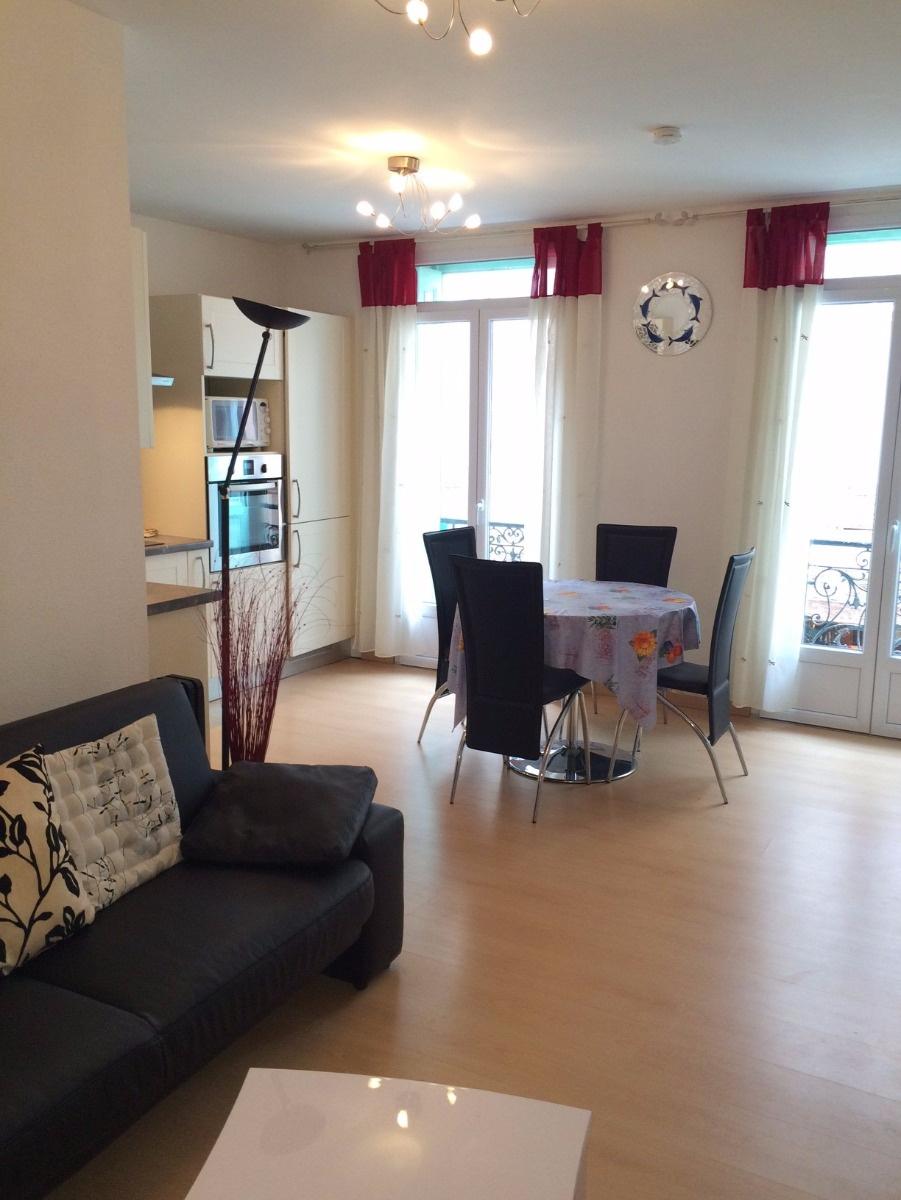 location appartement 3 pieces clim centre ville collioure. Black Bedroom Furniture Sets. Home Design Ideas