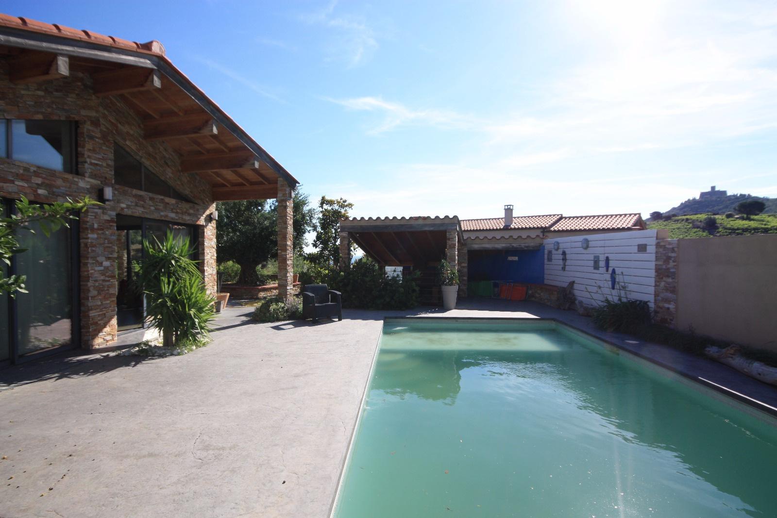 Magnifique villa recente avec piscine collioure for Camping collioure avec piscine